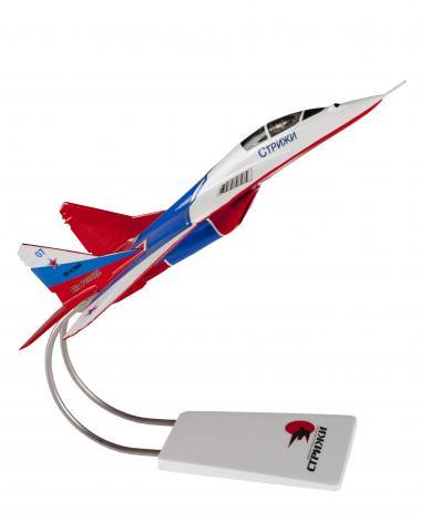 """Модель-сувенир МиГ 29 """"Стрижи"""" из смолы"""