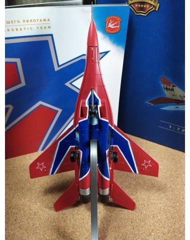 """Модель самолета МиГ 29 """"Стрижи"""" металлическая 1:72"""